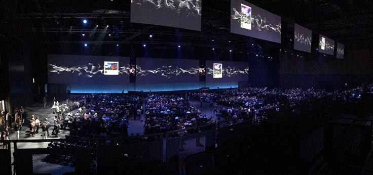 6000 people waiting at the main stage just before the opening keynote.